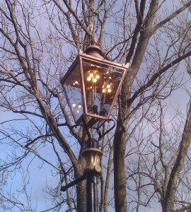 004291_Gas_Light_on_in_day_light_2011_1125_111020 (2)